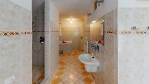 3D prehliadky Rodinny-vila-dom-Podkonice-Bathroom